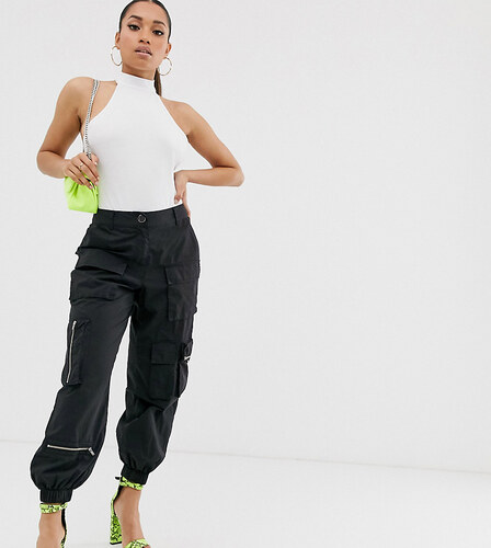 Asos Petite Pantalones De Chandal Utilitarios Con Bolsillos Tipo Militar De Asos Design Petite Negro Glami Es