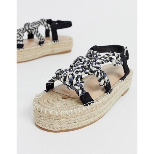 Sandalias estilo alpargatas con plataforma plana y diseño de